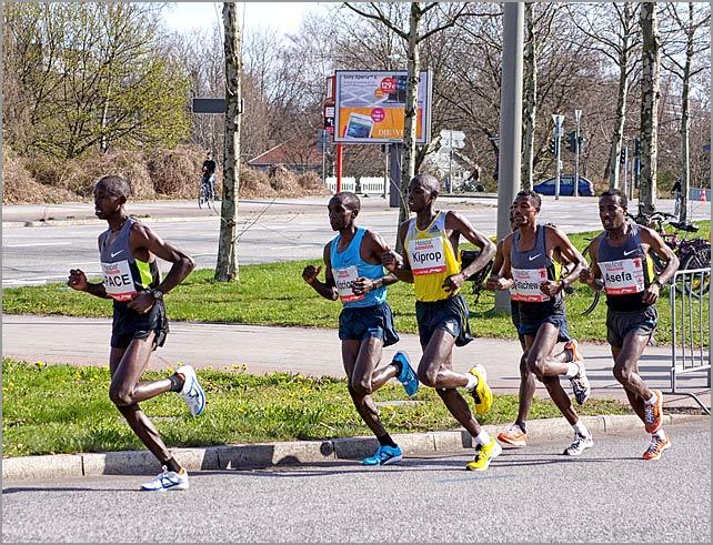 Eliud Kipochoge Leader Hamburg Marathon