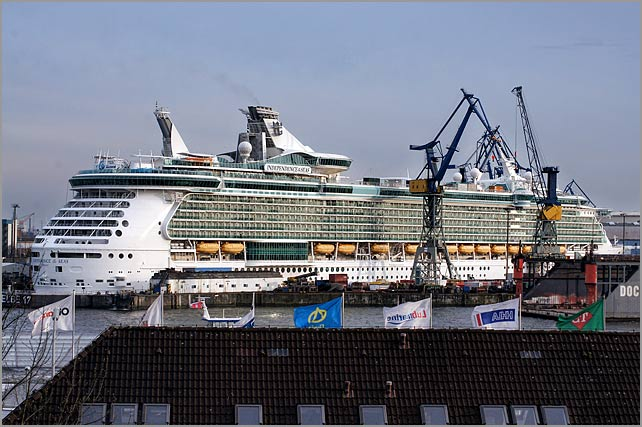 independence_of_the_seas_drydock