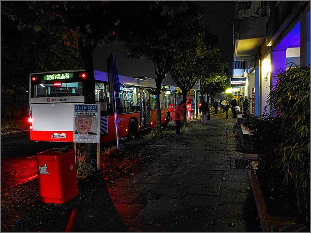 bushaltestelle-abends