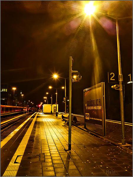 nachtbahnsteig_regen