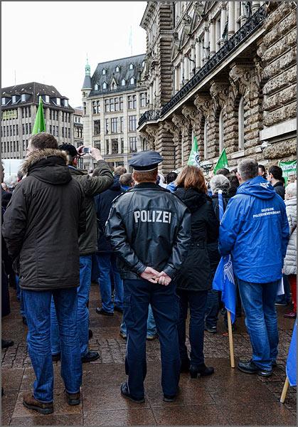 polzei-mahnwache_5