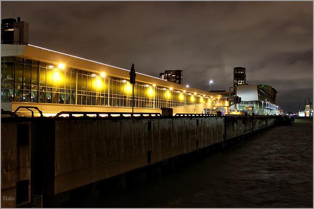 cruisecenter_altona_nachts