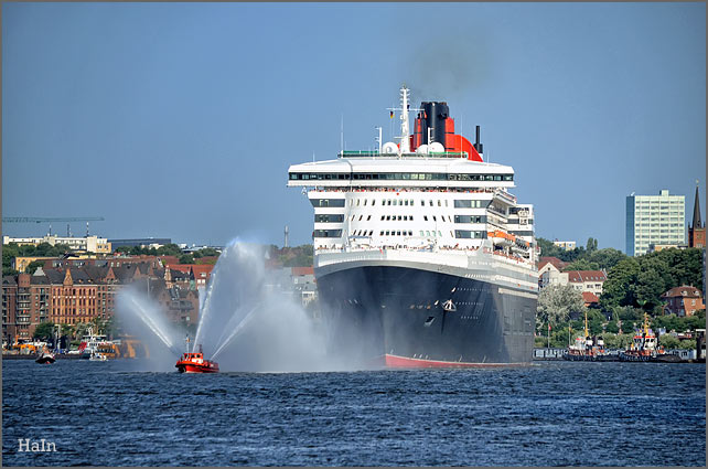 queen_mary2_hamburg_2