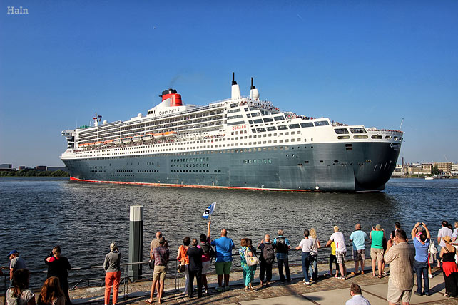 queen_mary2_hamburg_4