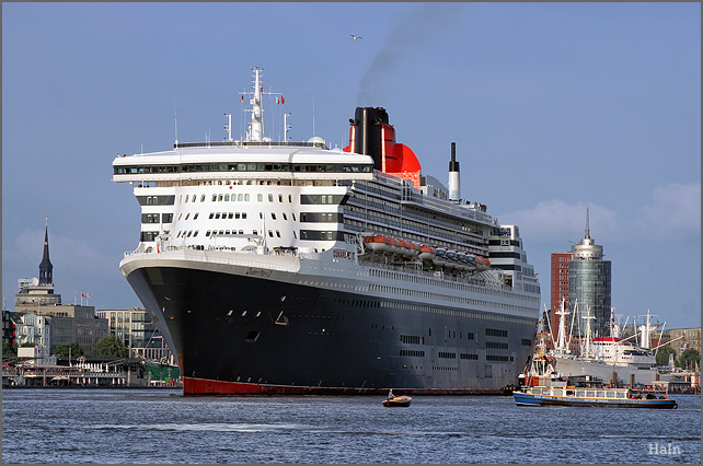 queen_mary_2_hamburg_16_8