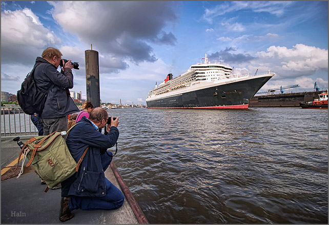 queen_mary_2_hamburg_16_9