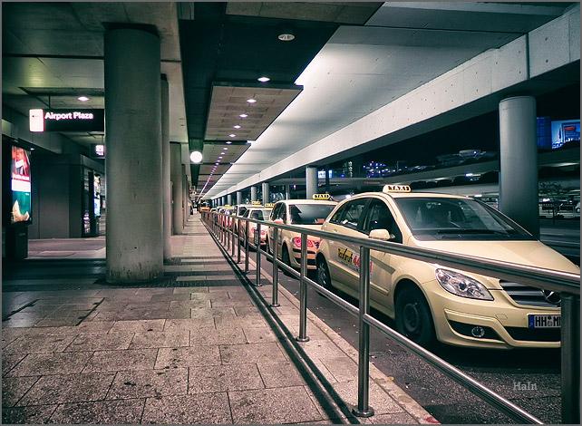 hamburg_airport_helmut_schmidt_taxi